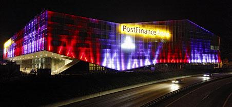 Die Postfinance-Arena in Bern gehört der börsenkotierten Swiss Prime Site. Wer also Aktien von SPS kauft, investiert irgendwie auch ins Eishockey.