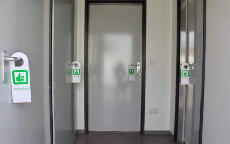 Tüschild / Türanhänger zu Kennzeichnung das ein Raum bereits evakuiert wurde