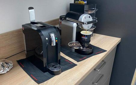 Nicht brennbare Unterlage unterhalb der Kaffeemaschine nach Vorgabe VdS
