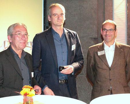 Preisträger Henning Harnisch zwischen dem VdSBB-Vorsitzenden Hanns Ostermann (l.) und Michael Reinsch (FAZ), Mitglied des Kuratoriums und Laudator (Foto: Regina Hoffmann-Schon)
