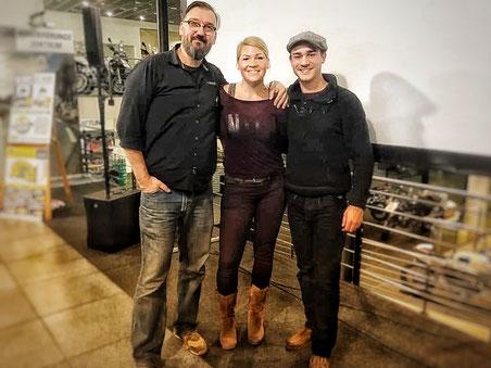 Gemeinsam mit Bastian Brüsecke, dem Hauptact des Abends und Tom Nick von Touratech West