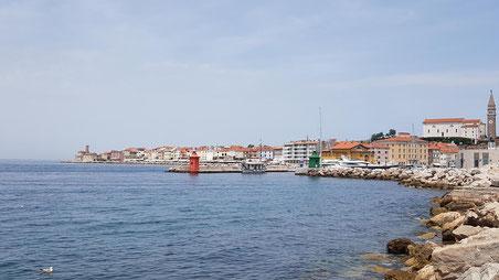 Blick vom Busparkplatz in Richtung Hafen und Altstadt