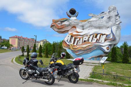 Mototrotter im Tourenfahrer mit Kaliningrad