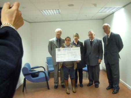 """Remise d'un chèque de 3.000€ le 11 novembre 2012 en fin de Salon à l'association """"Loisirs Pluriels"""""""