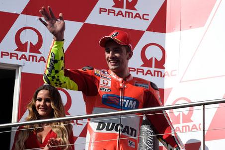 Andrea Iannone feiert seinen dritten Platz beim MotoGP Rennen in Australien