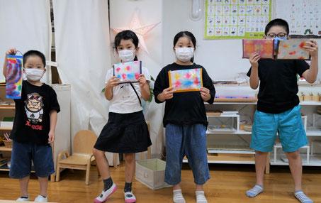 年長児は和紙を使ってポーチを製作 小学生は和紙を使ってポーチを製作しました。