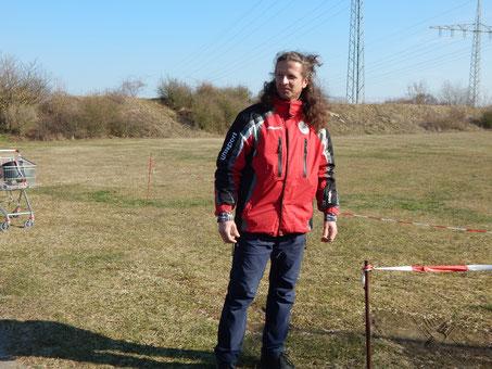 Unser Kampfrichter Sven Griesheimer trägt das Haar jetzt wieder offen, denn Haar muss atmen!
