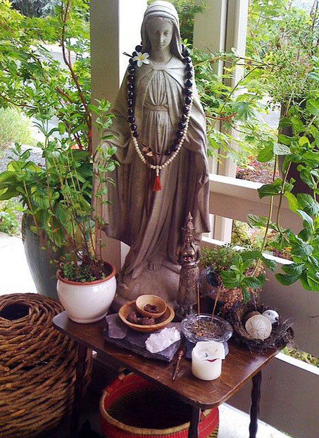 This is an alternative altar space. Very natural and beautiful. (Pinterest)