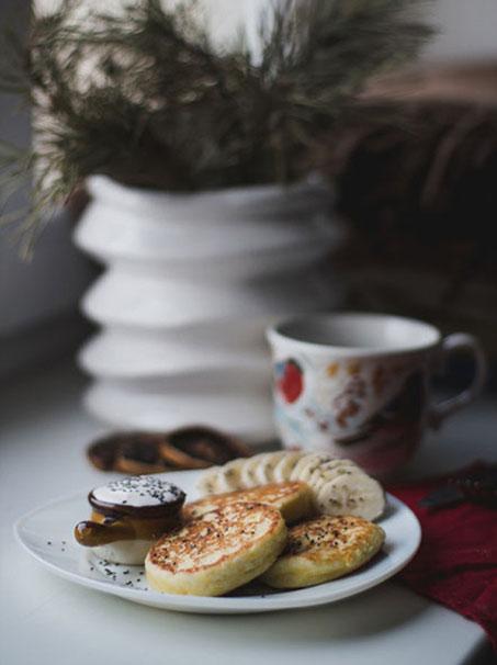 Schöne Haferflocken Pfannkuchen im Winter