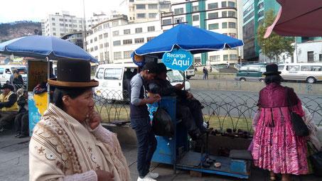 Les cireurs de chaussures sont nombreux en Bolivie