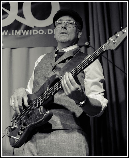 Andi Konrad - Bass