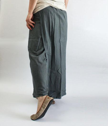 ヂェン先生の日常着 スカートパンツ グレー 後ろイメージ