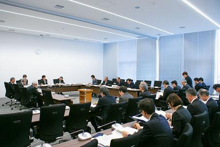 総務常任委員長として委員会を開催