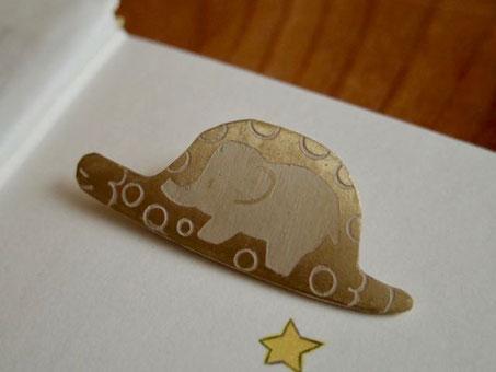 星の王子さま ゾウをこなうウワバミ ブローチ