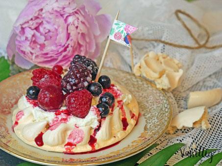 pavlova, pawlowa, pavlova mit waldbeeren, dessert, nachspeise, sommer rezepte