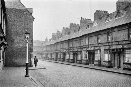 Ryder Street - the picture is looking east from the corner of Old Cross Street 1958. Reproduced with the kind permission of Keith Berry. Thanks to Albert Jordan for his information.