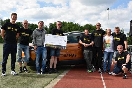 Das SGS Orga-Team mit Nenad Tasic (Verkaufsleiter Autohaus DARMAS, 3. v. l.) und Fabian (Team Feldmann sports business consulting, 3. v. r.) | Foto: Klaus in der Wiesche