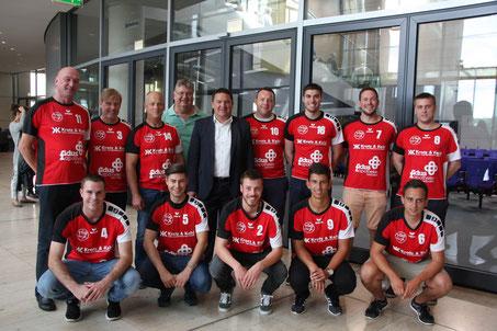 Eine Delegation der TG Osthofen Handball folgte der Einladung des Bundestagsabgeordneten Marcus Held und besuchte diesen in Berlin. (Foto: SPD)