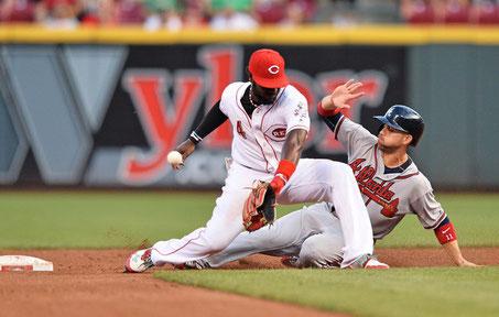 Ender Inciarte ruba la seconda base - Inciarte attualmente è in testa nella classifica delle rubate in MLB con 17 SB (Photo: Jamie Sabau/Getty Images)
