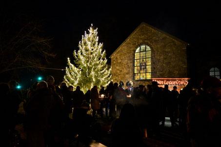 Weihnachten Heiligabend 2019 Tannenbaum Dorfplatz Kapelle Schleckheim