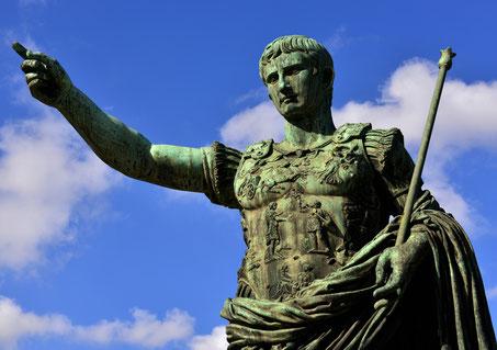 Überall im Römischen Reich wurden Statuen von Kaiser Augustus aufgestellt.
