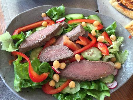 PrivateBodyMakeGym Linkageブログ ローストビーフとひよこ豆のサラダ