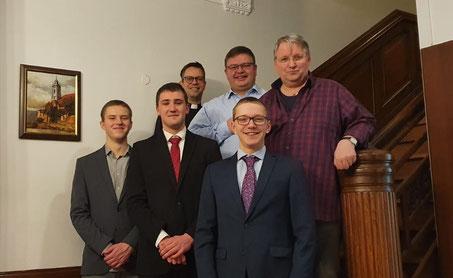 (hinten v.l.) Dom Lukas, Dom Gregor, Dom Alois (vorne v.l.) Lasse, Philipp, Thomas