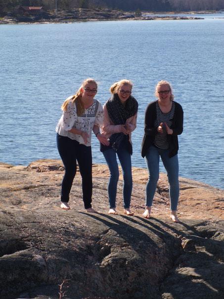 Maria Korten, Magdalena Kollbeck und Stephanie Jarvers bei einem Ausflug nach Öregrund