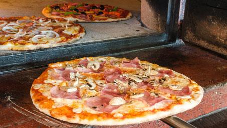 Pizza Prosciutto e funghi, Pizzeria Rössli Dürrenast Thun