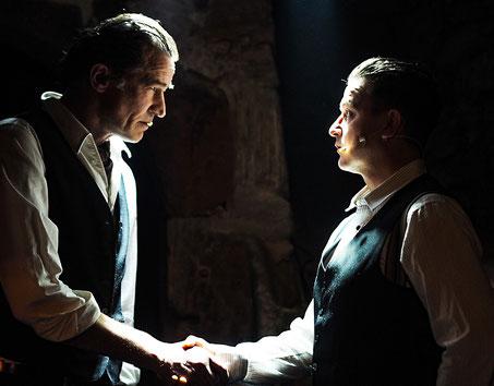 """Sherlock Holmes (Stefan Gille) und Dr. Watson (Daniel Sempf)  lösen ihren ersten gemeinsamen Fall in """"Eine Studie in Scharlachrot"""""""