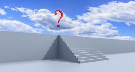 Treppe und Fragezeichen