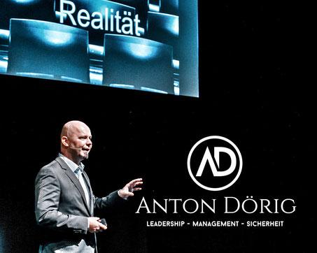 Präsenzielle Führung!® - Impulsvortrag von Anton Dörig: Experte / Speaker (Redner) / Autor für LEADERSHIP - MANAGEMENT - SICHERHEIT / präsenziell führen: mit Präsenz & Essenz auf allen Stufen des Managements!