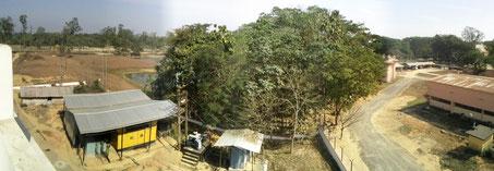 Generator Station bestehend aus 500kVA Dieselgeneratoren mit einer Gesamtleistung von 1MW bei Vollleistung. / Generator power plant in the Assam region of India. Each generator gives 500kW, the power of this power plant is 1 MW.