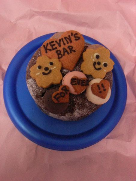 さくらたちはKEVIN'S BARをおふたりで営まれているケヴィンさんと奥さまをイメージしています