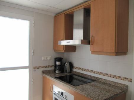 Keuken met deur naar het terras Villa Casa del Lago