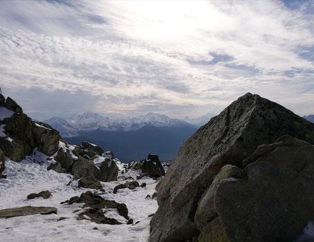 aus der Ferne grüsst das Matterhorn
