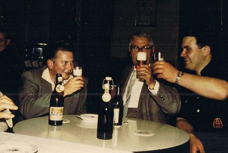 Bau des Jugendraums 1960 und anschliessende Einweihung. Hans-Jochen Henke, Bauherr, Karl Idahl Kassenwart,, Kurt Maidorn, Jugendleiter