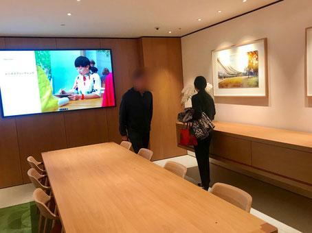 ☆女性のスタッフの英語でのお誘いで訳の分からないままエレベーターに乗せられで4階のBOARDROOMに。一般客は入れない特別な会議室のようでした。