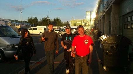 Das Rahmenprogramm, vlnr: Boxenluder, Scheini, Manu, Helmut - Foto: Tom-Motorsport.at