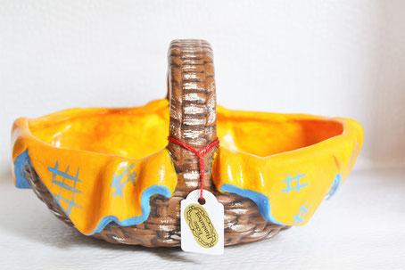 Keramikkorb mit Serviette
