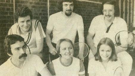 1.Mannschaft 1975/76 hintere Reihe: Lothar Schmitt, Peter Sewerin, Volkmar Holenstein und vordere Reihe: Wilfried Schwanz, Uschi Sewerin und Elisabeth Giebel