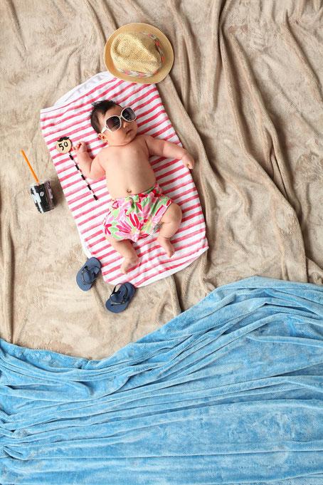 Saugemütlich: Baby macht Sommerurlaub (Foto: Pixabay)