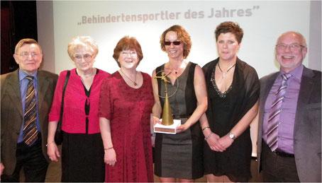 Mit Petra Niemann freuten wir Lüchower uns über ihre Wahl, v.l.: Hugo Schmidt, Heidi Schmelzle, Doris Kuntz, Petra Niemann, Gina Haatz (Pilotin von Petra), Manfred Jucks