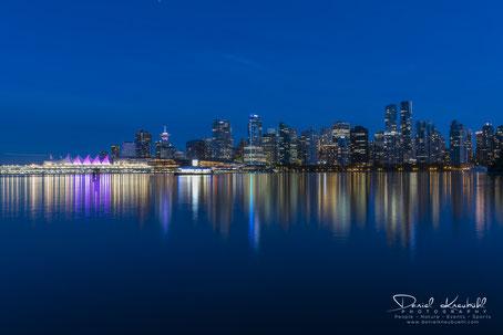 Vancouver, Canada, Skyline, by night, blue hour, www.danielkneubuehl.com, Photographer/Fotograf: Daniel Kneubühl