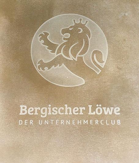 werftbeton Schriftenbeton Firmenschild aus Beton Unternehmerclub Bergischer Löwe