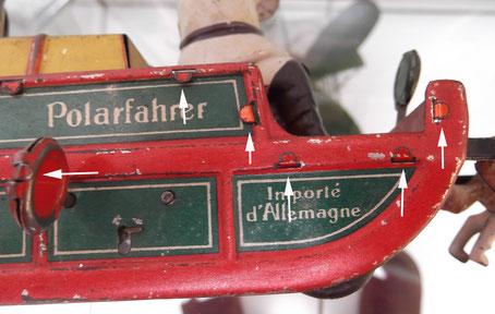 Schönes Beispiel für das von F.C.Bellinger erfundene Schlitz/Lasche-Prinzip, wie es von der Blechspielzeug-Industrie genutzt wurde.