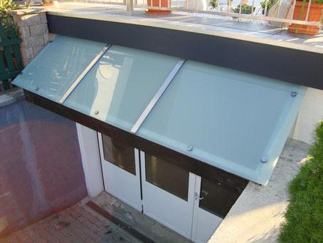Vordach verzinkt mit VSG Verglasung