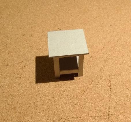 Mini-Beistelltisch aus Pappe basteln