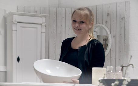 Melanie bei der Waschtisch-Beratung von Land & Liebe