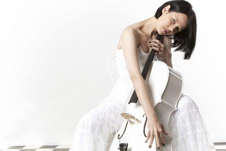 Ravienne Art Model - Foto mit Cello - Link zu Fotogalerie
